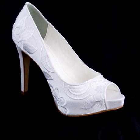 ae759ff5a Sapato De Noiva Branco Bordado Salto Alto Peep Toe Cavezzale 097633