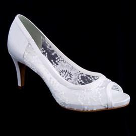 13fa4e67ae Sapato De Noiva Branco Com Renda Scarpin Cavezzale 097632 ...