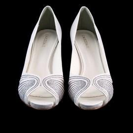Sapato De Noiva Branco Decorado Scarpin Cavezzale 097631